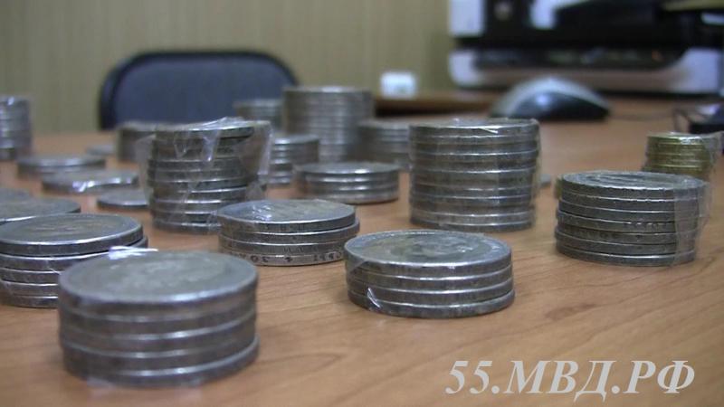 Незнакомец наулице реализовал омичу поддельные монеты за234 тысячи руб.