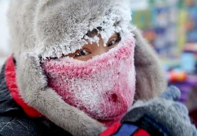 Омичей просят пересидеть морозы дома