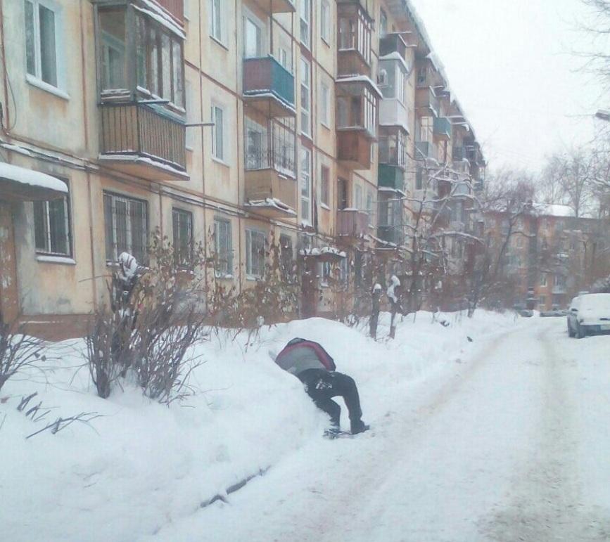 В Омске сегодня на обочинах лежат мужчины  [ФОТО]