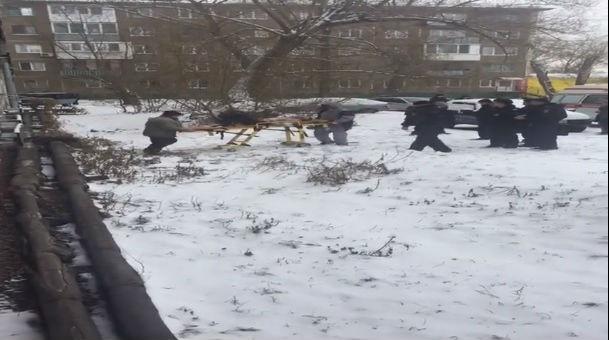ВОмске преступник напал сэлектрошокером наженщину уостановки