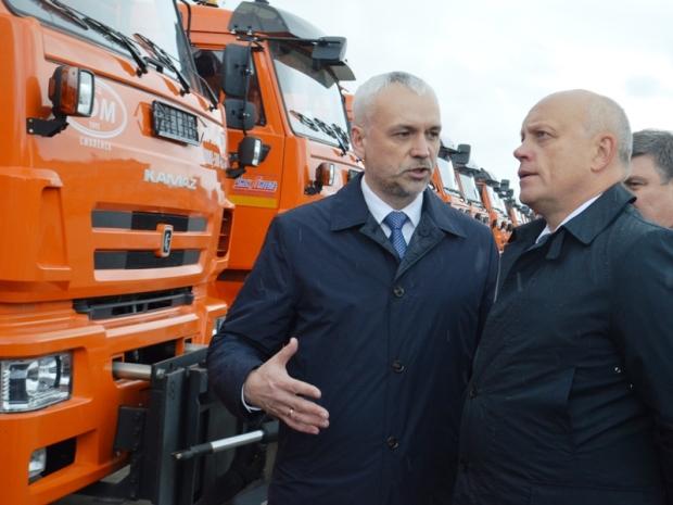 Омским дорожникам подарили 31 новый КамАЗ