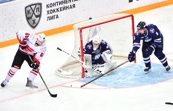 «Нефтехимик» забросил «Авангарду» 4 безответных шайбы вматче чемпионата КХЛ