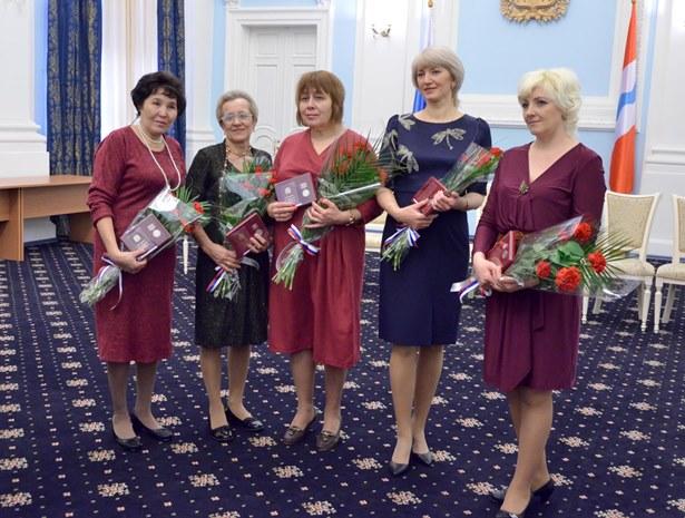 Перед Новым годом Назаров наградил омских матерей-героинь [ФОТО]