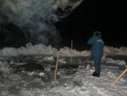 Граждане Омской области продолжают ездить польду Иртыша, где потонул трактор