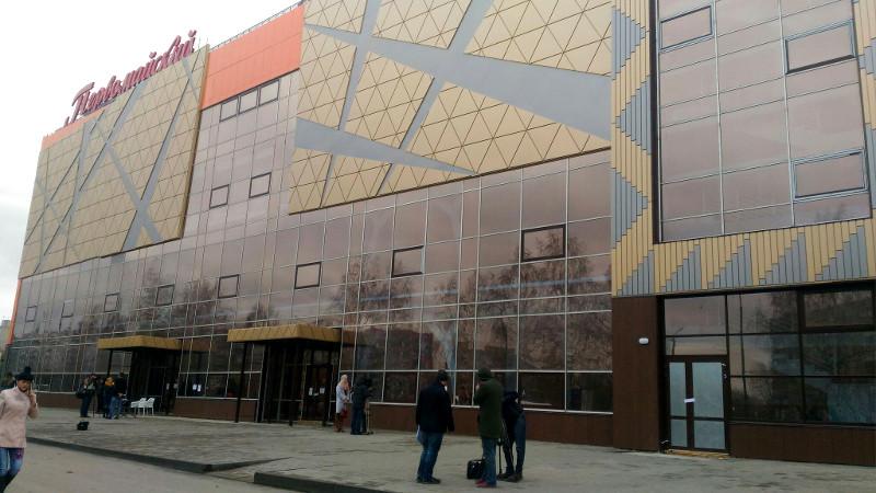 Поделу кинотеатра «Первомайский» всуд пригласили экс-мэра Омска Двораковского