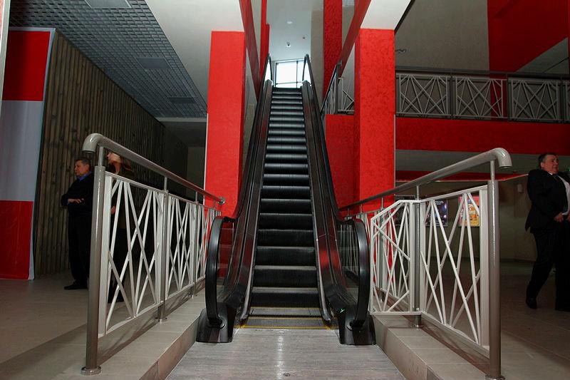 Кинотеатр «Первомайский» небыл введен вэксплуатацию, хотя сеансы там уже шли