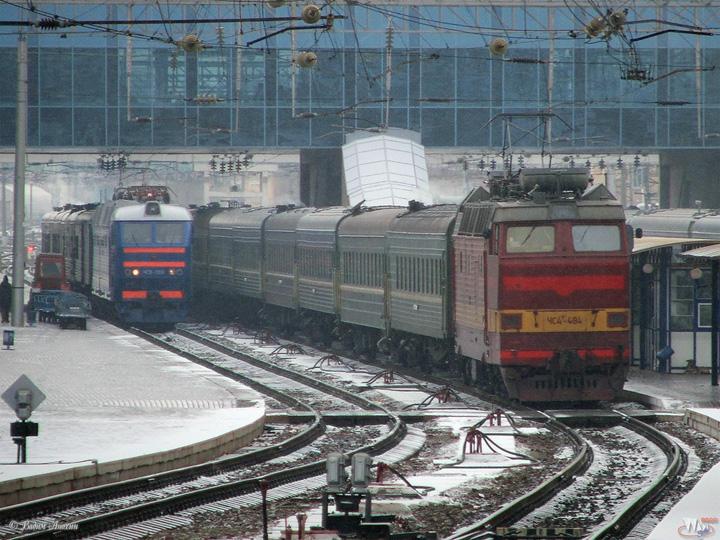 Железную дорогу в Омской области активно чистят от снега