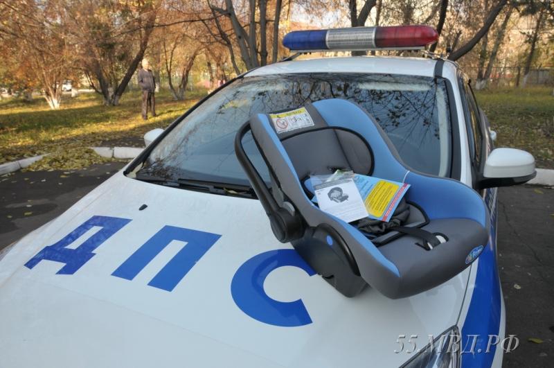 Полицейские подарили автолюльку омичке, которая рожала натрассе