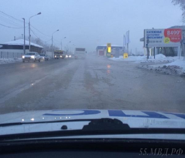 Из-за затопления нацентральных дорогах Омска перекрыто движение