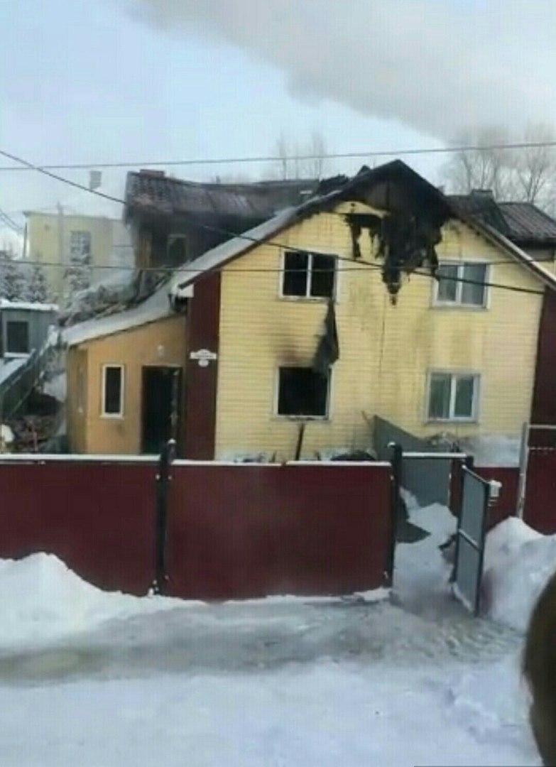 Пожар в Омске: семье с двумя детьми собирают вещи [ФОТО]