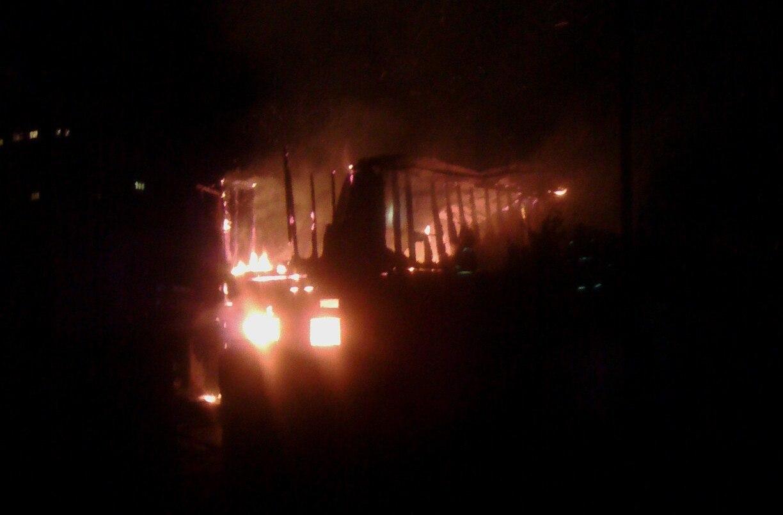 Ночью вОмске сгорела баня и личный дом