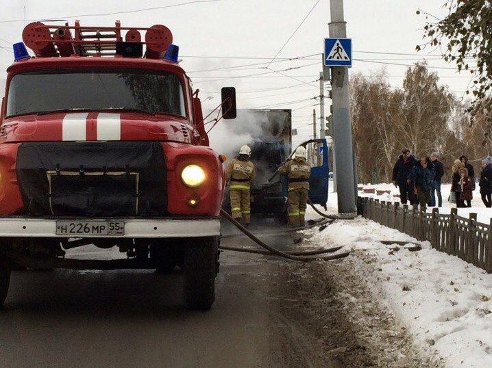 ВЛенинском округе Омска, впути следования зажегся пассажирский автобус