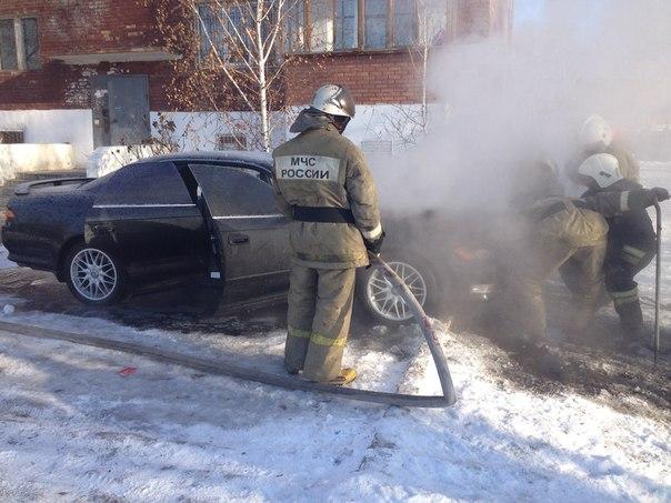 В Омске в одном дворе сгорели сразу три автомобиля #Омск #Происшествия