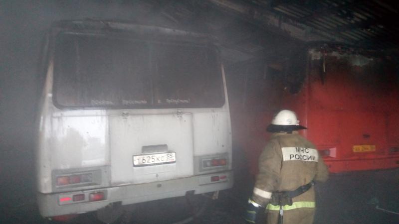 ВОмской области автобусы загорелись вгараже