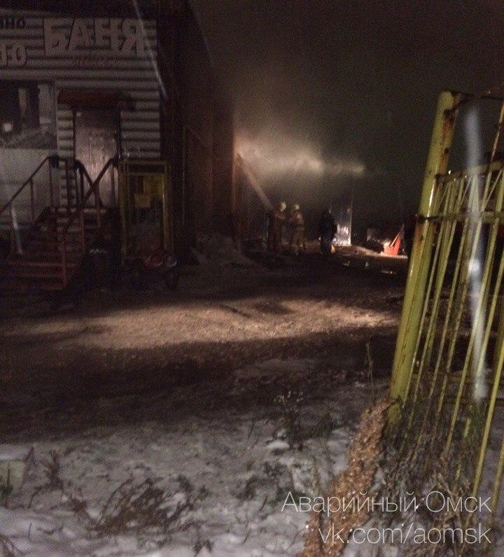 Впожаре наСТО вОмске сгорели 5 авто