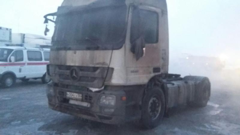 Шофёр живьем сгорел вкабине своего автомобиля наокраине Омска