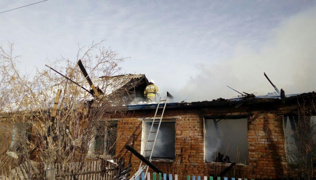 Сгорели живьем: две внучки и дедушка  погибли впламени  вОмской области