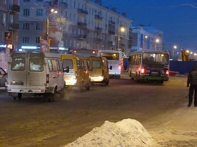 Город стоит: в Омске уже 9-балльные пробки