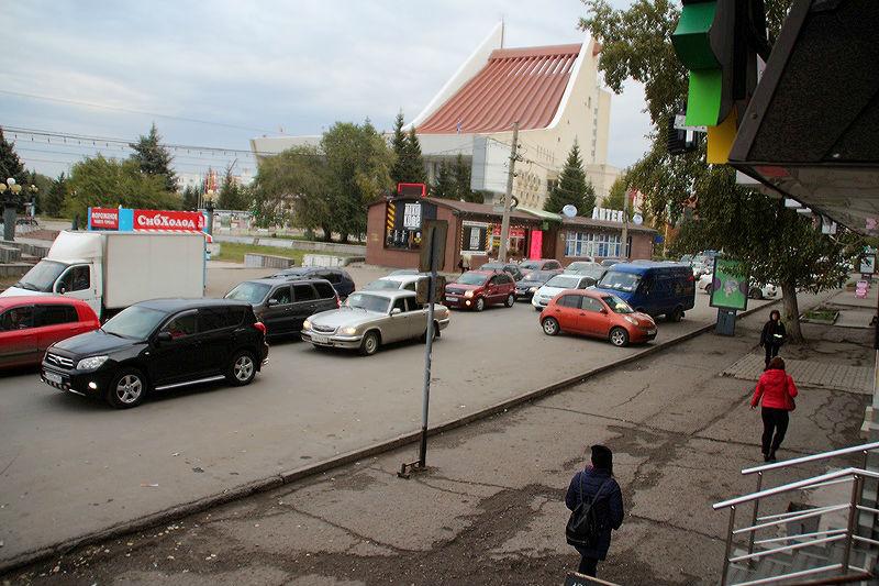 Около Омского музыкального театра изменили схему движения