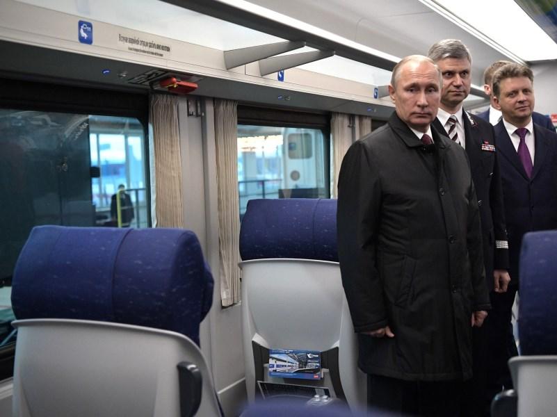 Путин неисключил возможности ввести черный список хулиганов впоездах