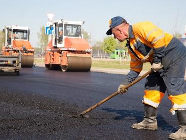 В Омске уже отремонтировали 120 тысяч «квадратов» дорог