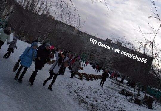 ВОмске идет новая волна эвакуаций из-за неизвестных  звонков