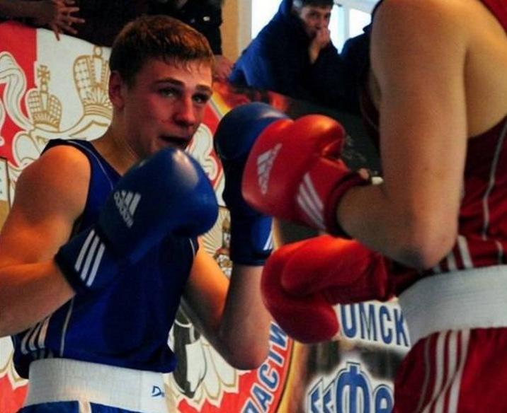 19-летний омский боксер скончался после боя вМагадане
