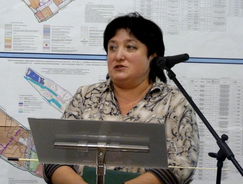 Главный «лесоруб» Омска попросила сохранить 40-летние сосны у своего дома