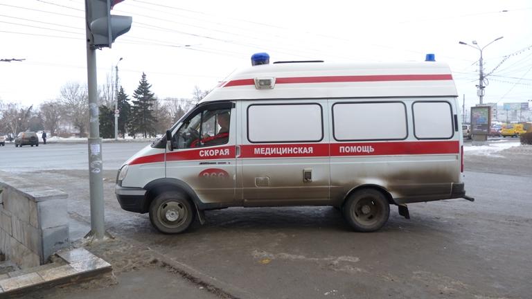 Карета скорой помощи налетела на ограждение на улице Герцена