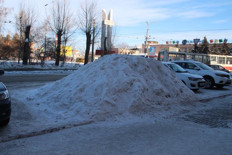 Снег в Омске не чистят даже крупные магазины