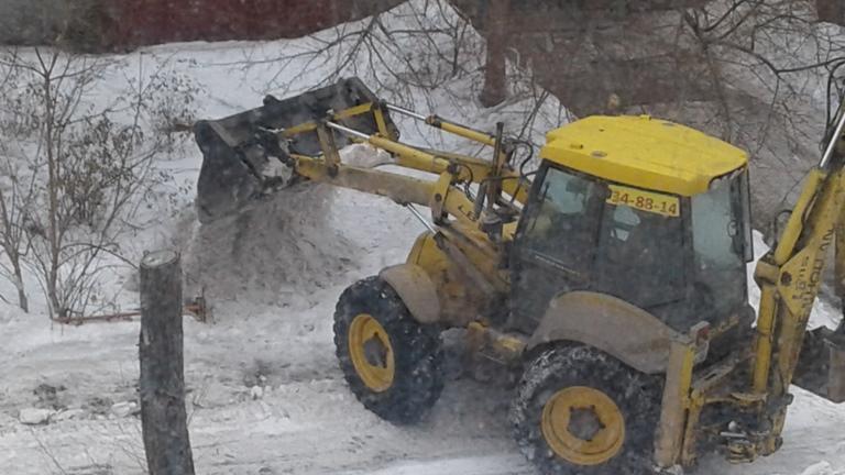 Чистка снега с крыш в петербурге