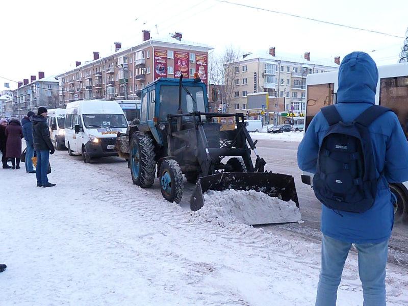 Двораковский позволил омичам вывозить снег бесплатно