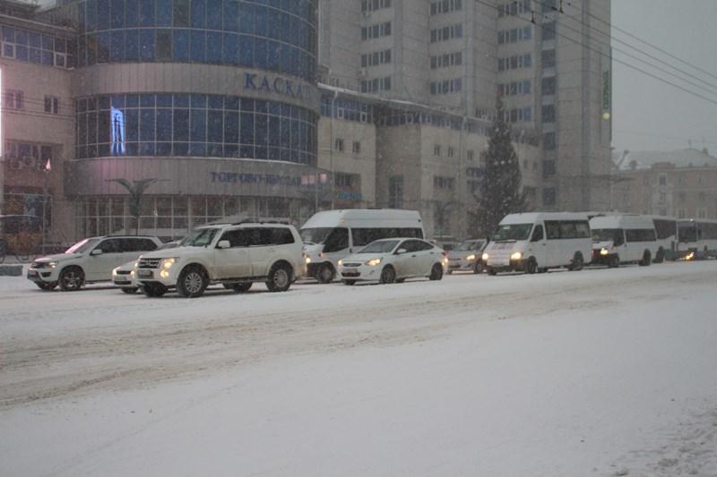 Почему из-за уборки снега постоянно возникают пробки?