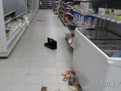Омич забрался в супермаркет и устроил в нем погром  [ФОТО]
