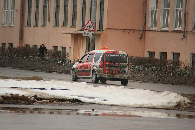 На Новый год такси в Омске подорожает в 2 раза