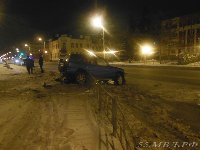Разбившуюся вчера вцентре Омска иномарку угнал рабочий СТО