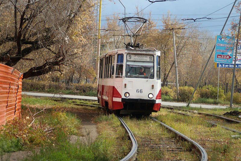 В Омске трамвай сбил женщину