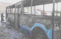 В центре Омска утром дотла сгорел троллейбус  [ФОТО]