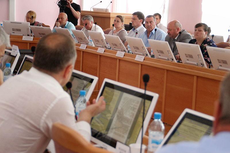 У омских депутатов забрали выплаты по 45 тысяч в месяц