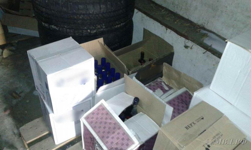 ВОмске наСеверных изъяли неменее тысячи бутылок небезопасной водки