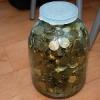 У омской пенсионерки из стеклянной банки украли 120 тысяч