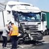 На омской трассе лоб в лоб столкнулись фуры: погиб дальнобойщик, дорога перекрыта